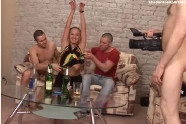 Orosz tinit kefélnek gruppenszexben